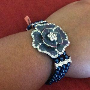 Blue floral bead bracelet